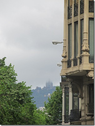 Barcelona Tibidabo im Nebel