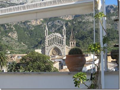 Blick von Gran Hotel Soller auf Kirche
