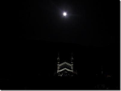 Kirche von Soller in der Nacht mit Vollmond